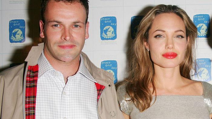 Анджелина Джоли возобновила общение со своим первым мужем — СМИ
