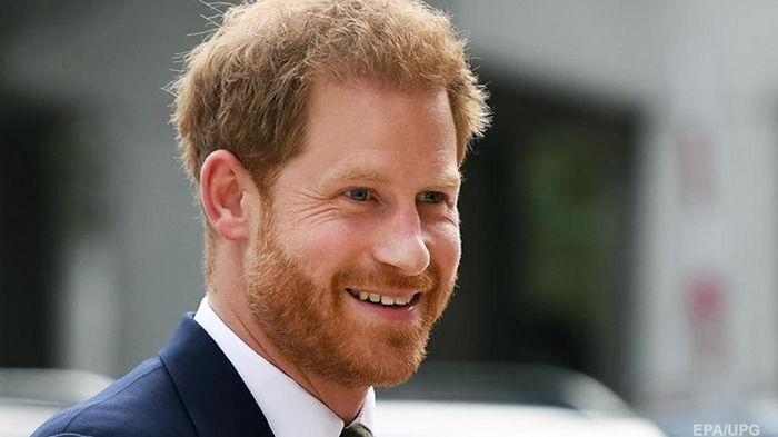 Принц Гарри прилетел в Лондон и увидится с братом – СМИ