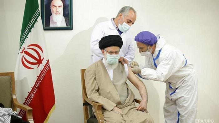 Верховный лидер Ирана привился отечественной COVID-вакциной