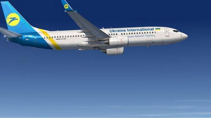 Самолет МАУ после вылета вернулся в аэропорт из-за птицы