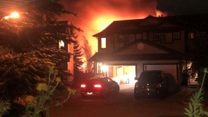 В Канаде при пожаре в частном доме погибли семь человек (фото)