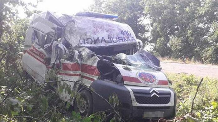 В Винницкой области три человека пострадали в ДТП со скорой