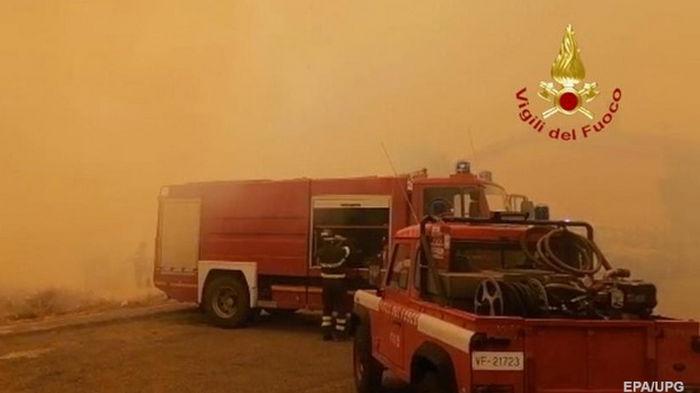 На островах в Италии бушуют лесные пожары (видео)