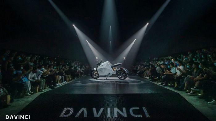 Китайский бренд представил самобалансирующий электромотоцикл (видео)