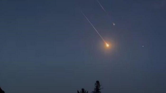 Туристы сняли на видео падение ракеты, запустившей Науку