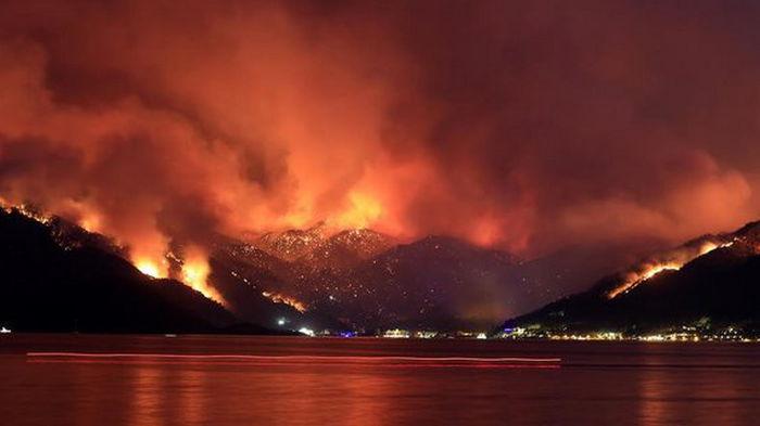 Пожары в Турции обвалили цены на турпутевки