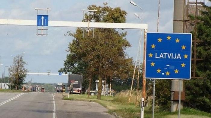 Латвийский министр призывает ввести режим ЧС на границе с Беларусью