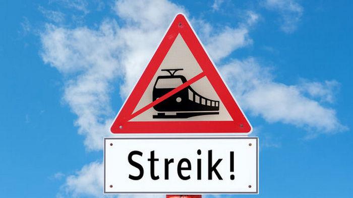 В Германии парализовано движение поездов. Бастующие машинисты требуют по 600 евро