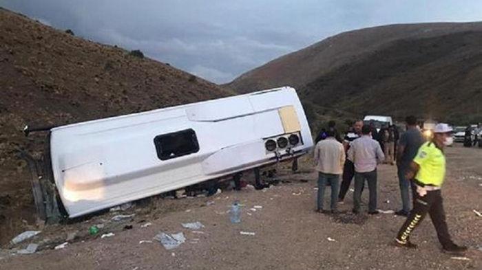 В Турции в ДТП попал автобус с пассажирами, десятки пострадавших (фото)