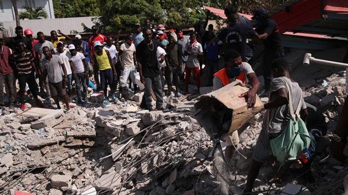 Число жертв землетрясения на Гаити увеличилось (видео)