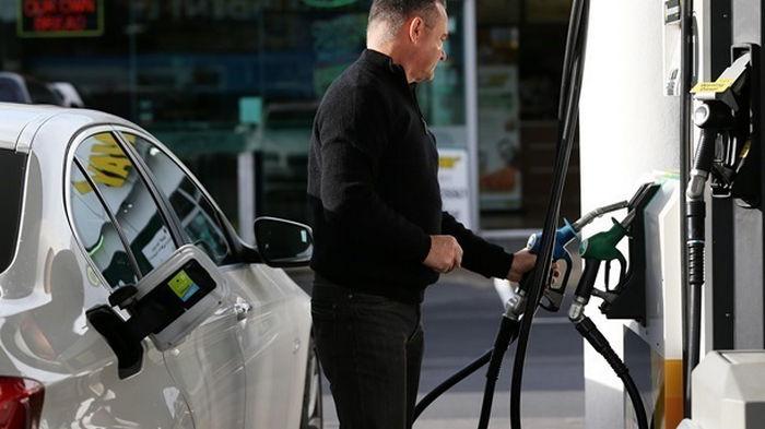 Кабмин обязал АЗС снизить цены на топливо