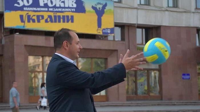 Мэры приняли участие в волейбольном флешмобе (видео)