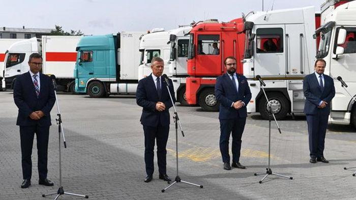Польша отправила в Украину 20 грузовиков со средствами борьбы с COVID-19