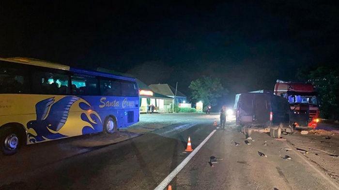 В Николаевской области автобус насмерть сбил водителя-участника ДТП