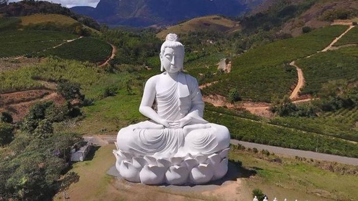 В Бразилии построили статую Будды выше статуи Христа в Рио-де-Жанейро