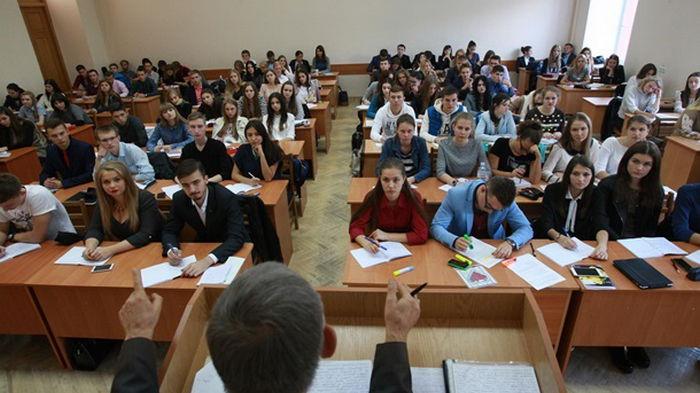 В Украине повышают стипендии студентам