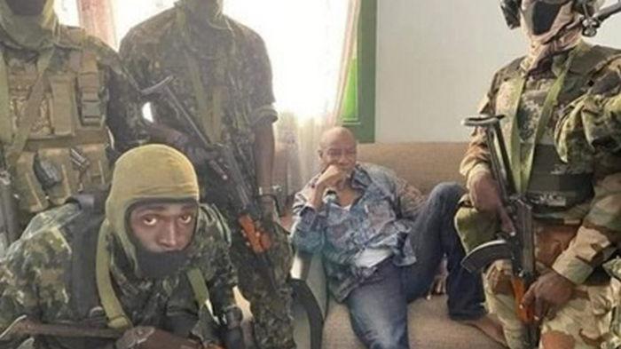 В Гвинее мятежники захватили президента
