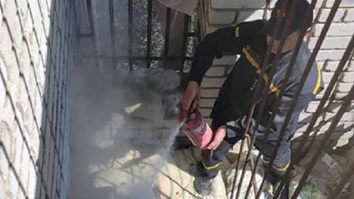 В Умани хасиды разожгли на балконе костер для приготовления обеда
