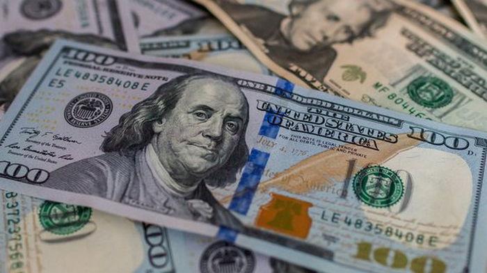 Доллар на межбанке еще подешевел