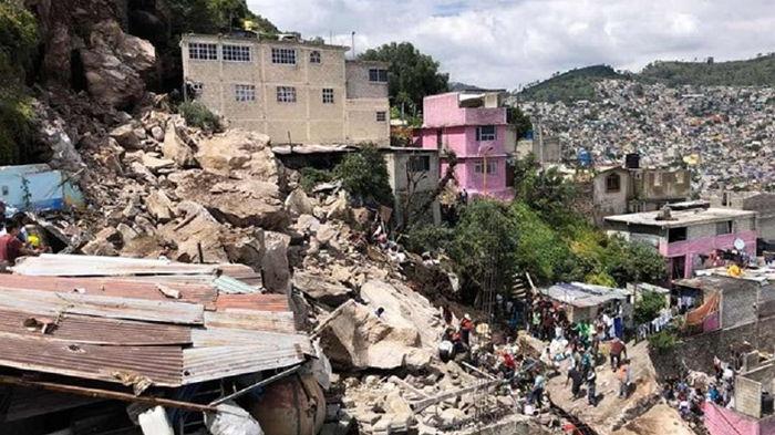 В Мексике скала обрушилась на жилые дома (фото)