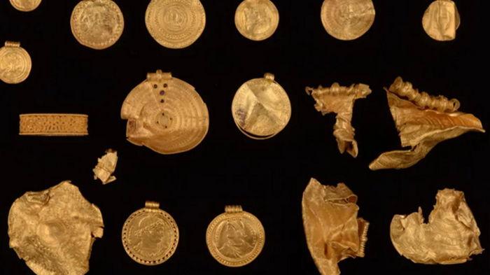 Датчанин купил металлоискатель и нашел древний клад
