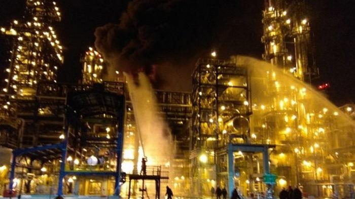 В Беларуси произошел пожар на нефтезаводе (видео)