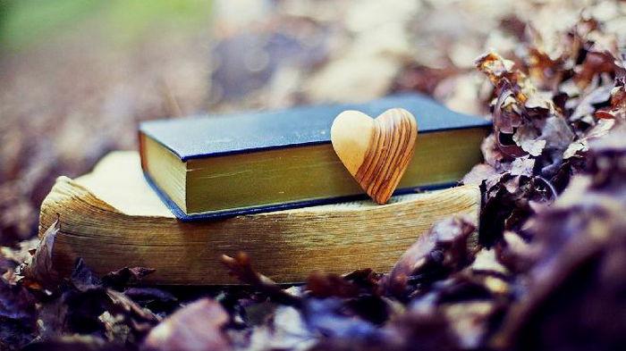 Любовный гороскоп на октябрь: кто начнет новые отношения, а кто захочет одиночества