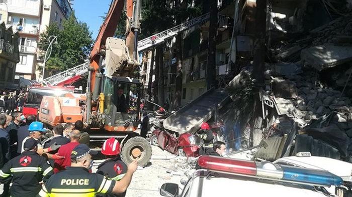 В Грузии обрушилась часть жилого дома (фото)