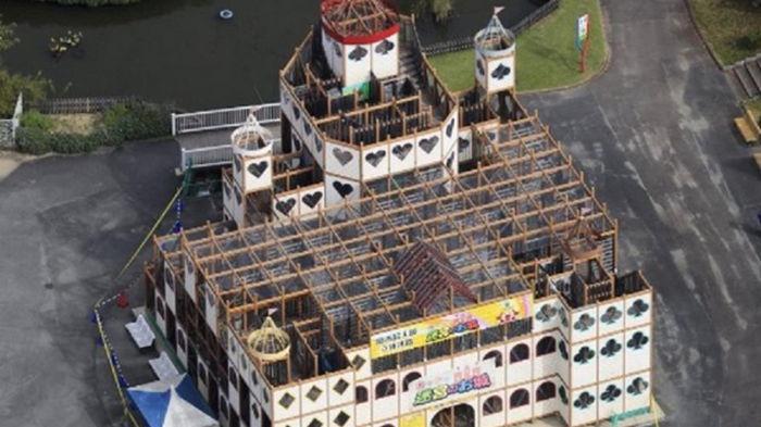 В японском парке развлечений обрушилось здание, есть пострадавшие