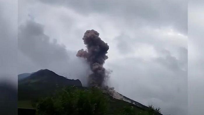 В Италии извергается вулкан Стромболи (видео)