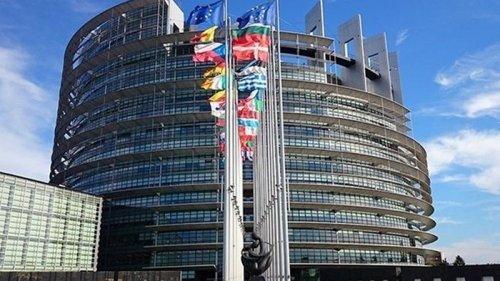 Евродепутаты намерены судиться с Еврокомиссией из-за Польши и Венгрии
