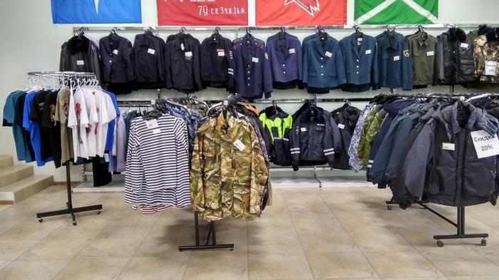 Какими особенностями выделяется военная одежда?